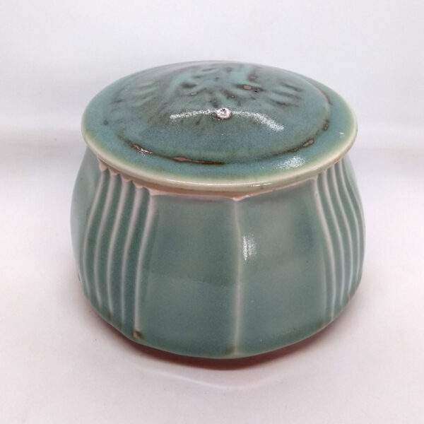 faceted pot